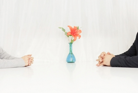 夫婦で相談をしているイメージ
