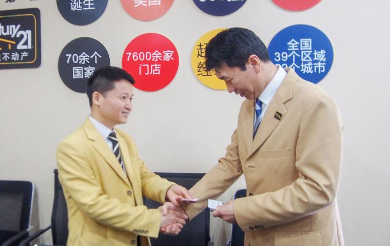 上海区域分部 联洋曌盈店A组の代表龚长春氏と今後の進め方について打合せ。