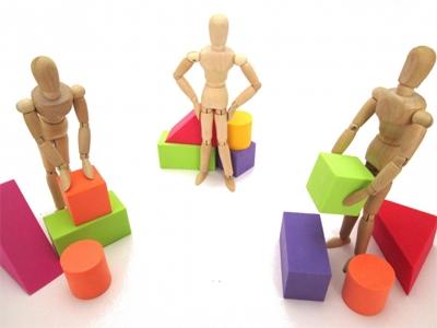 共有者間で共有不動産の分割協議がまとまらない人形のイメージ